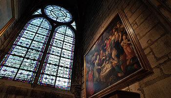 ノートルダム大聖堂の美しい内部再び──火災を乗り越え再建の成功を祈って(Beautiful Inside Notre Dame Cathedral before Devastating Fire)