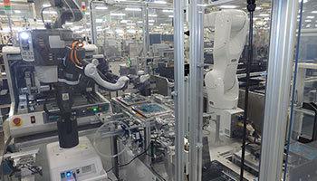 パナソニックの神戸工場、人型双腕ロボットの新たな相棒「メディウス」登場