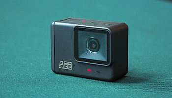 こいつ。レンズが動くぞ。ジンバル内蔵アクションカメラだ──【スゴイぞ深セン#03】