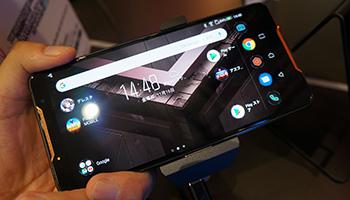 【会見速報】ASUSのゲーミングスマホが日本上陸、「ROG Phone」が11月23日発売