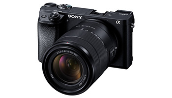 スマホよりきれいな写真を!小型・軽量デジタル一眼カメラ、今売れている機種は?