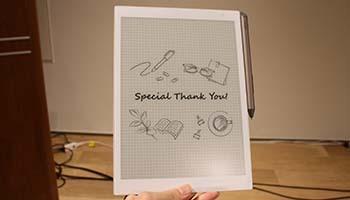 紙とデジタルの良いとこ取りした電子ペーパー、FCCLがデジタル文具に初参入
